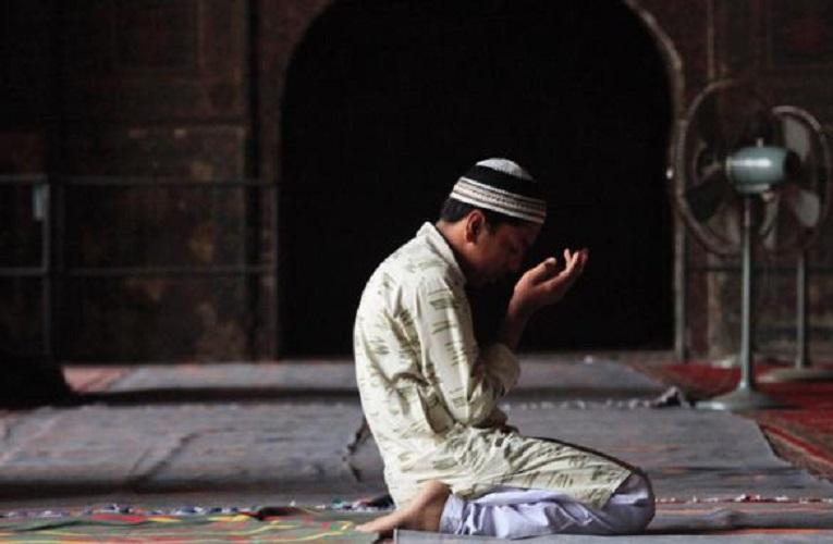 Berdoa Di Masjid – Pinterest