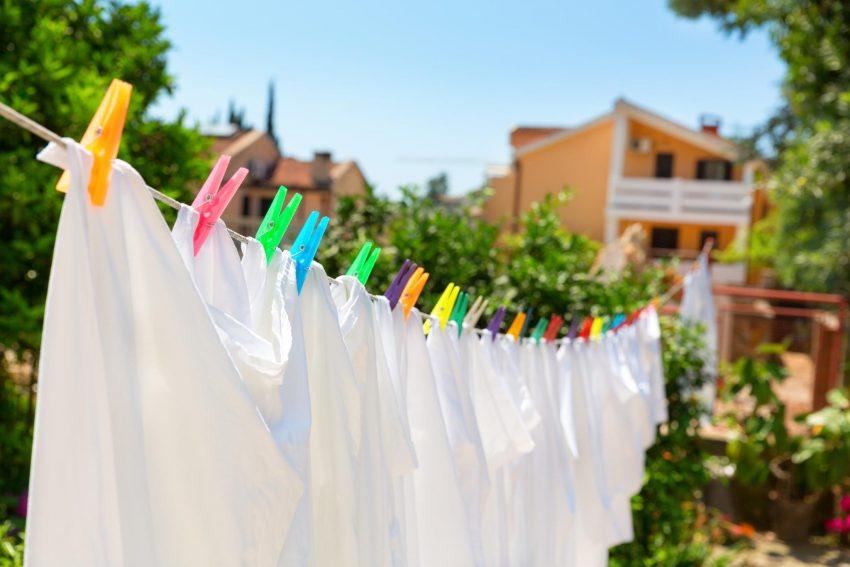 Bagi Penggemar Pakaian Warna Putih Ini Tip Mudah Mengembalikan Seri Pakaian Berwarna Putih