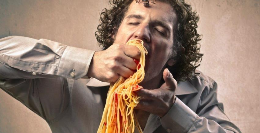 Inilah Bahaya Lain Jika Makan Gelojoh & Kurang Mengunyah, Selain Potensi Tercekik
