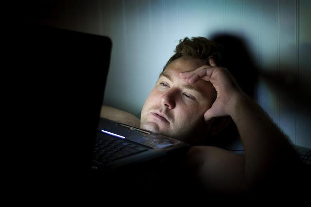 Mengapa Anda Perlu Elak Tidur Waktu Malam Dengan Lampu Terbuka